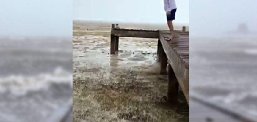"Apokaliptični prizori: Uragan ""usisao"" more"