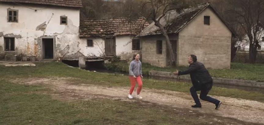 """Nova pjesma i spot Zdravka Čurića  """"Možeš li mi oprostiti zemljo mojih pradjedova"""" osvaja regiju"""
