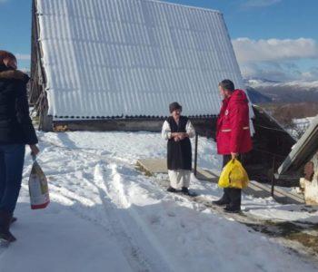 Foto: Crveni križ Prozor-Rama podijelio preko 100 paketa pomoći