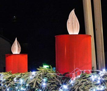 Paljenje četvrte svijeće na adventskom vijencu u Prozoru