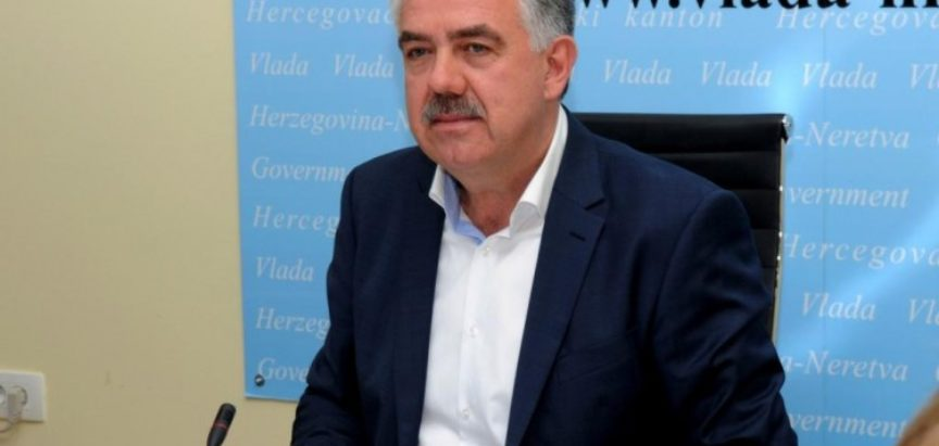 Dok liječnici moraju štrajkati, a prosvjetari tužiti Vladu HNŽ-a za to vrijeme predsjednik Herceg na automobile troši 250.000,00 KM