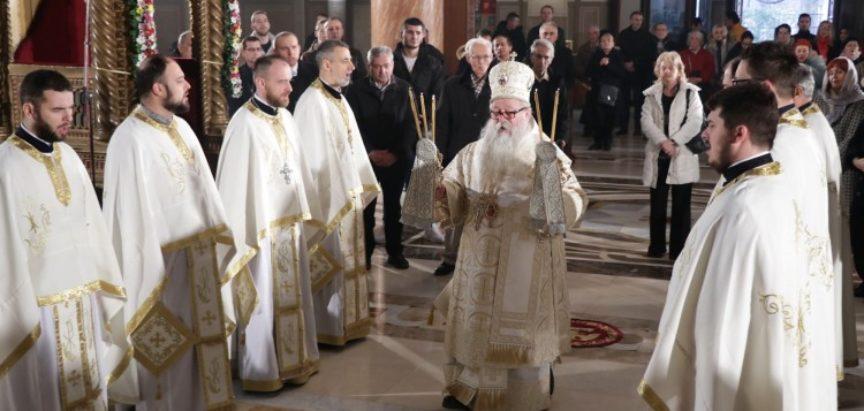 U svim crkvama u BiH počelo služenje Božićne liturgije