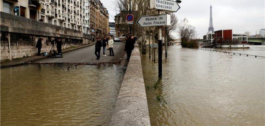 Razina Seine dosegla vrhunac u Parizu, sada se očekuje opadanje