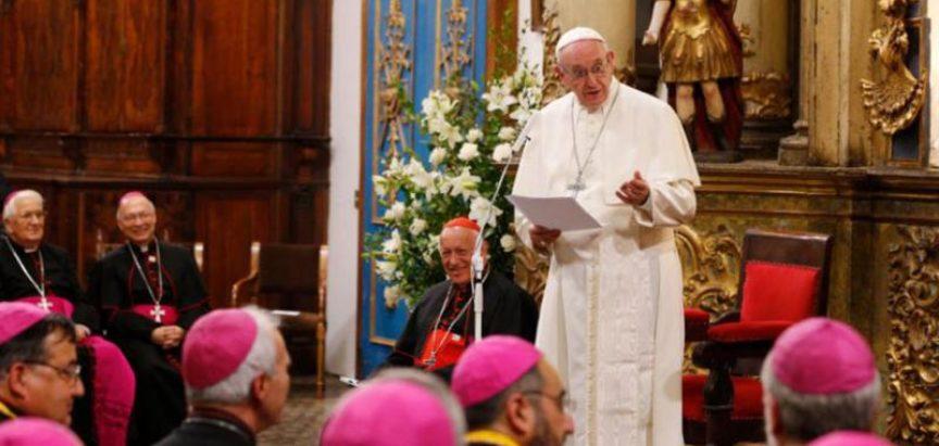 Papa poručio biskupima da se bore protiv klerikalizma