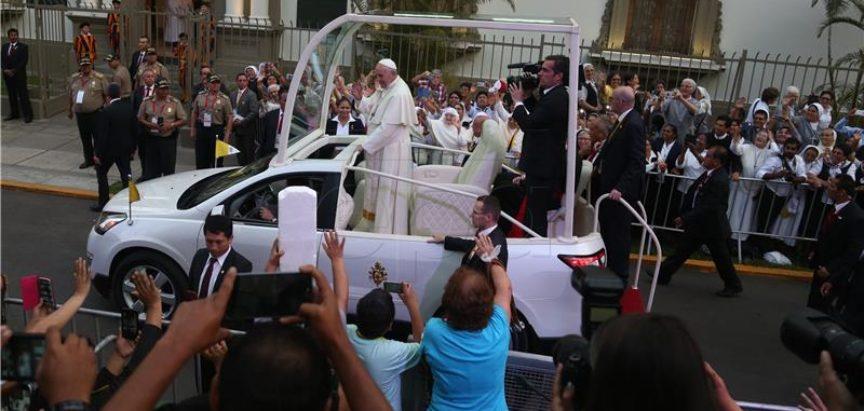 Papa Franjo stigao u Peru nakon burnog posjeta Čileu