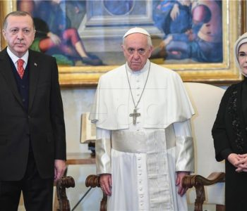 Papa darovao Erdoganu simbol mira; kurdski prosvjednici sukobili se s policijom