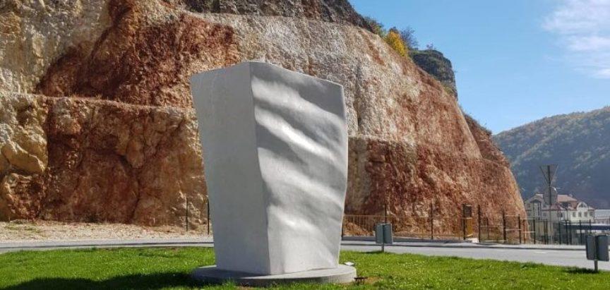 Zašto bismo trebali obratiti pozornost na Dolićev javni spomenik Tvrtkov biljeg u Prozoru u Rami?
