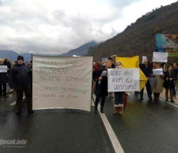 Radnici Ere opet blokirali cestu; Prosvjed i ispred Vijećnice