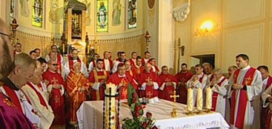 Kardinal Puljić predslavio misu na Stepinčevo