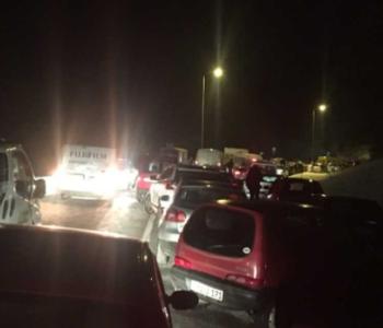 Blokiran promet širom F BiH, kilometarske kolone vozila. U Jablanici se ušlo u noć.  Na Ivan planini oboreno stablo na magistralnu cestu