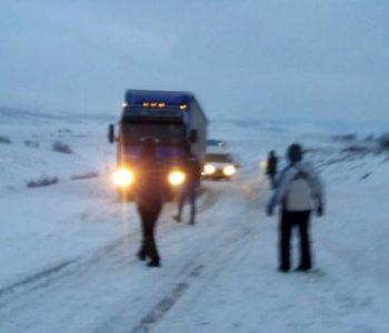BiH: Kamion zapeo u snijegu, zbog obilnih padalina proglašeno izvanredno stanje