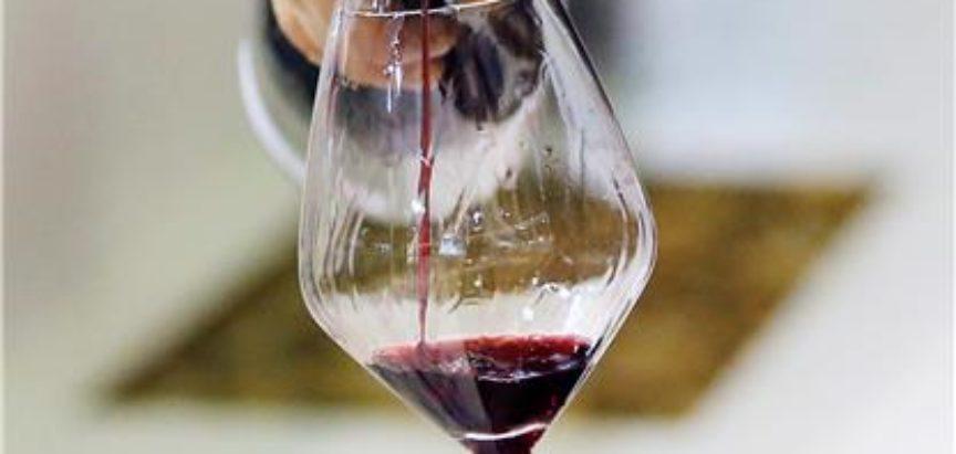 Crno vino može pomoći borbi protiv propadanja zuba i bolesti desni