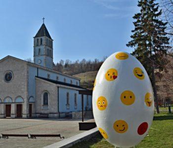 Foto: U Prozoru postavljeno veliko uskrsno jaje