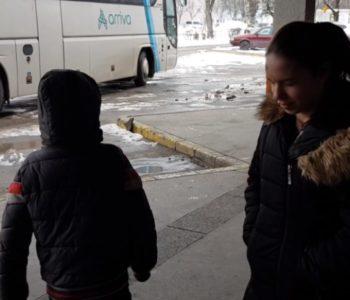 Snimio suprugu kako ostavlja djecu i odlazi na rad u inozemstvo