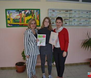 Foto: Učenici Ivi Burić uručena diploma za osvojeno prvo mjesto iz biologije