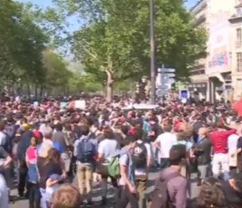 Deseci tisuća francuskih ljevičara marširali protiv Macrona