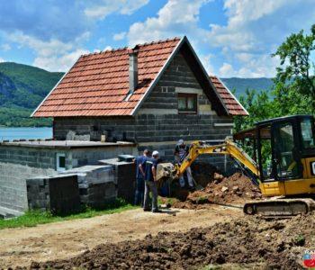 """Foto: Djelatnici """"Vodograda"""" u akciji dovršetka sekundarne mreže"""