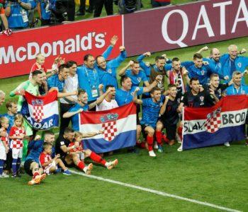 Hrvatska u finalu Svjetskog prvenstva: Ove slike idu u svijet! Subašić plače, Šime spava na zastavi…