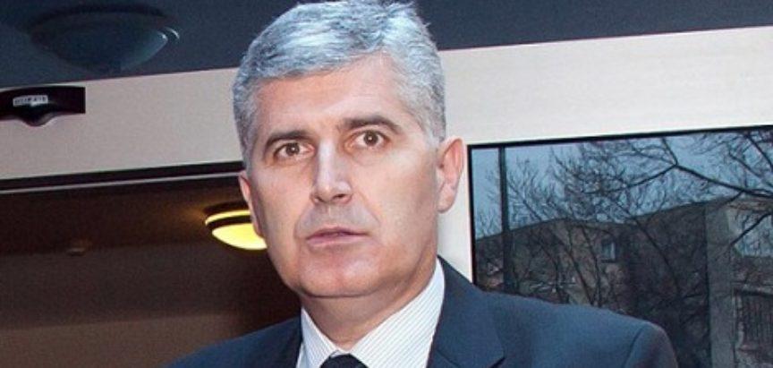 """Čović je iz Širokog poručio onima koji """"još uvijek drukčije razmišljaju o politici"""" da promijene mišljenje i zbiju s njim redove"""