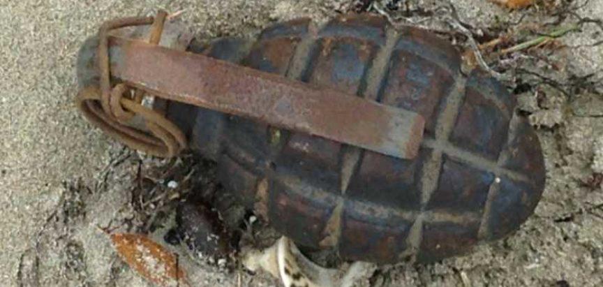 """""""U 11:10 sati, A.S. iz Jablanice, prijavio je pronalazak NUS-a (ručna bomba) u bašti obiteljske kuće, u selu Duge (Općina Prozor-Rama)"""", istaknuto je u izvještaju."""