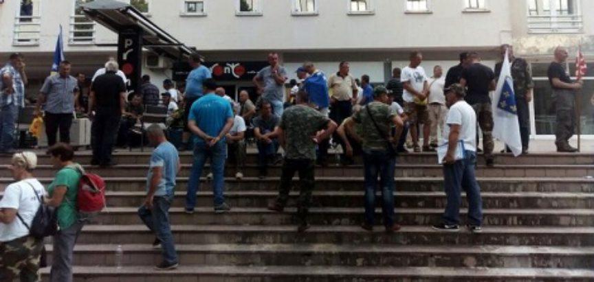 Političari ponovno prevarili branitelje i kukavički pobjegli požarnim stepenicama: Zakon o demobiliziranima opet na početku