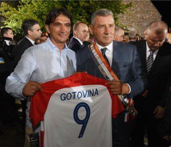 Predsjednica Republike Hrvatske Kolinda Grabar Kitarović odlikovala generale Antu Gotovinu i Mladena Markača