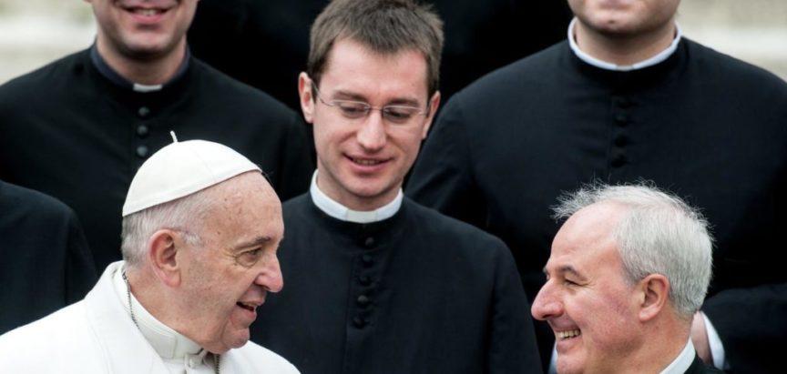 Je li celibat uzrok svećeničke pedofilije u Katoličkoj crkvi?