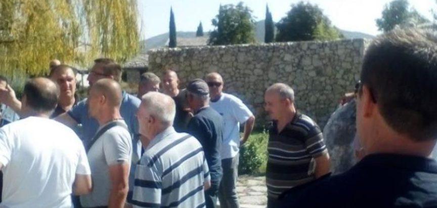Policija čuva Čovića: Prosvjedna šetnja branitelja, kod restorana gdje se Čović druži s diplomatima
