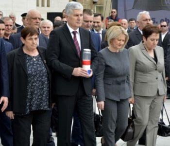Diktatura šutnje HDZ-a BiH veže Hrvate u BiH u luđačku košulju: radite ili se maknite!