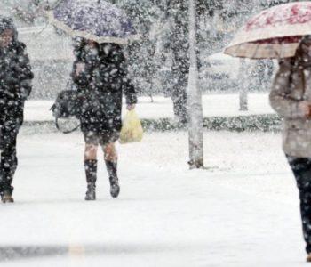 Snježna oluja pogodila Francusku, bez struje ostalo 145.000 ljudi