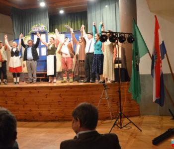 Foto: Dramski ansambl KSC Prozor-Rama raspleo Klupko u Hercegovcu