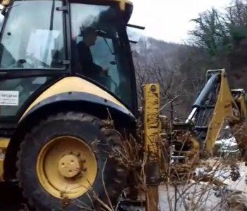 Video: U naselju Lovnica – Gračac, stanje normalno zahvaljujući pomoći JKP Vodograd