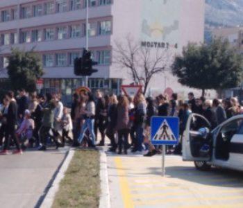 """Mame iz cijele Hercegovine okupile su se  u Mostaru u mirnoj šetnji naziva """"Podrška Za Majku"""""""