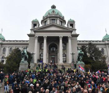 Protesti ispred Narodne skupštine u Beogradu