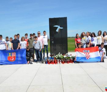 Foto: Učenici osmih razreda OŠ fra Jeronima Vladića posjetili Vukovar