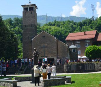Foto/video: Vanjska proslava Sv. Ante na Gračacu