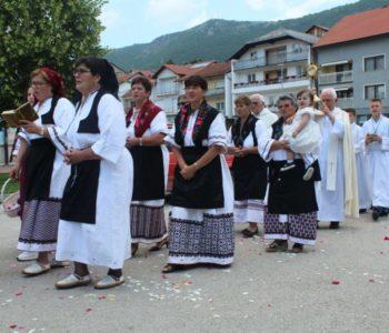 Foto: U župi Prozor svečanom procesijom i misnim slavljen proslavljen blagdan Tijelova