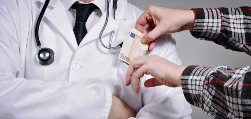 Uhićen liječnik i tri medicinske sestre zbog primanja mita