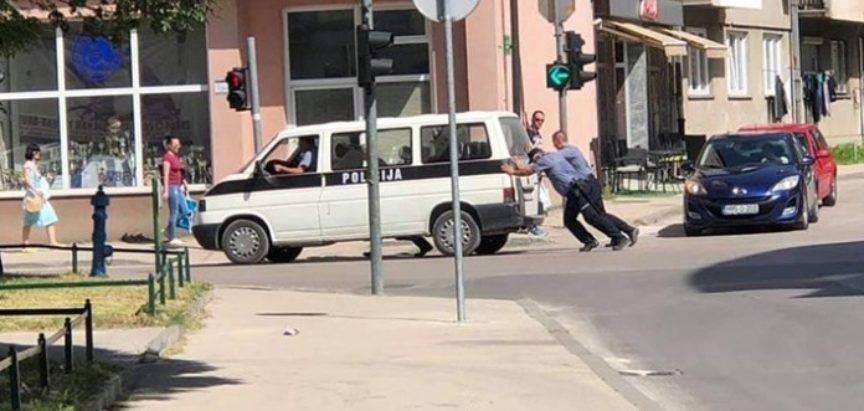 """Policija u Bihaću privodila migrante pa """"ostali bez goriva""""?"""