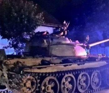 Pijani muškarac u tenku vozio ulicama malog poljskog grada. Policajci otkrili da ima dozvolu
