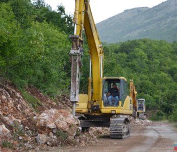 Foto: Započeli radovi na proširenju puta Izlaz – Orašac