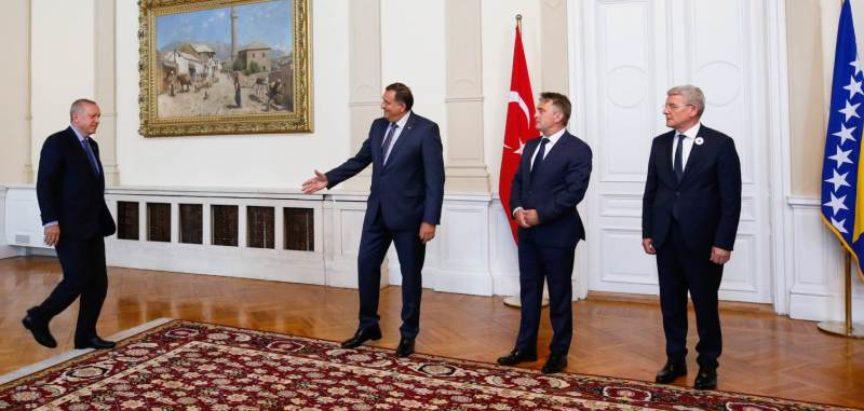 """Troglavo predsjedništvo BiH """"iščančalo"""" vakcine od Turske"""