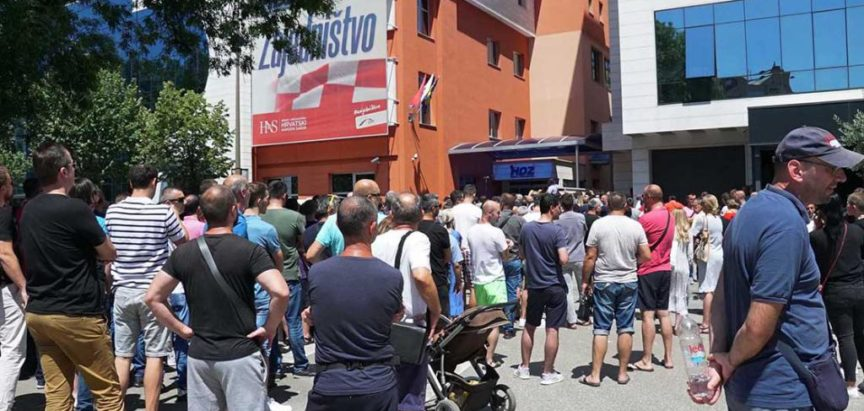 """Tko je sve bio na platnom spisku Aluminija: Ravnatelj HNK Mostar, zamjenik predsjednika HRS-a, liječnici, savjetnik Izetbegovića, """"neovisni mediji"""""""