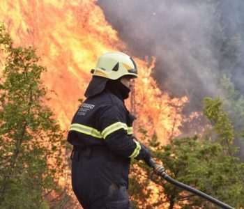 Vatrogasac u Šibeniku dobio kaznu za parkiranje dok je gasio požar