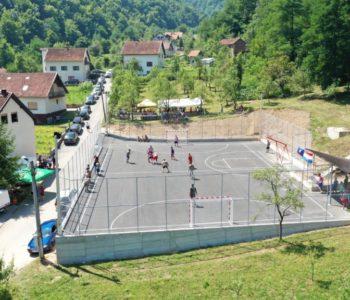 Foto/video: Otvoreno malonogometno igralište na Gračacu