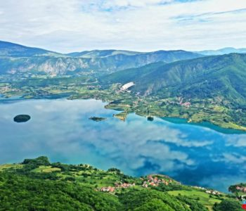 Video: Zaplovite Ramskim jezerom