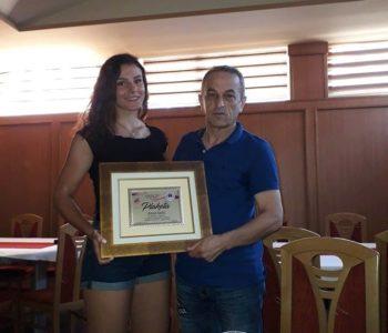 Plaketa za prvakinju Anitu Tadić