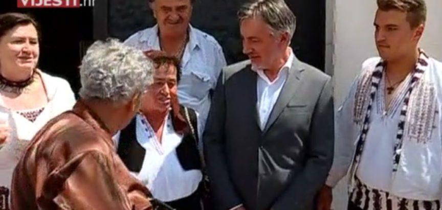 Video: Ramljaci pjevali Miroslavu Škori u Sinju