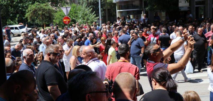Dio radnika Aluminija već napustio BiH, ostali čekaju otpremnine