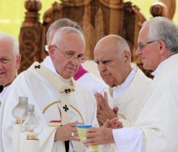 Biskup dr. Pero Sudar podnio ostavku a Papa Franjo prihvatio